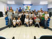 ESTUDANTES DO COLÉGIO UNICAMPO VISITAM A CÂMARA MUNICIPAL DE VEREADORES DE DESCANSO